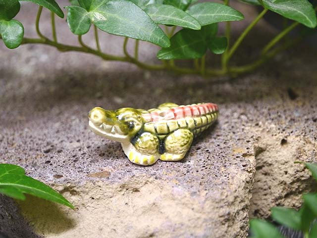 全部で12種類動物の可愛らしいボリビア製お香立て ワニ インド香などに!(ポスト投函配送選択可能です)インセンスホルダー