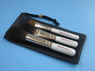 コンパクトサイズでも高い品質 広島 熊野筆 NALIS 白軸3本組メイクブラシセット...