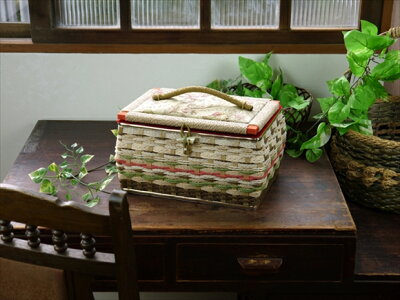 昭和レトロな裁縫箱
