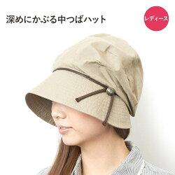 つばが長めで小顔に見える帽子