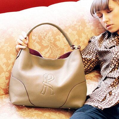 30代の女性に似合うロベルタ ディ カメリーノのレディースバッグ