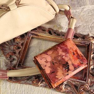 ミニ財布 三つ折財布 ピンク エナメル【FRUTTI】絵画のようなレザーで仕立てるミニウォレッ...
