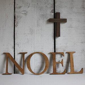 クリスマスディスプレイに、ナチュラルな木製のオブジェ。 [X'mas、文字、イニシャル、英語、オ...