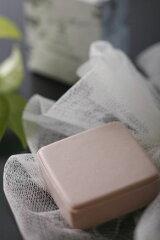 リピーター率当店No.1 温泉水(保湿成分)を使用した洗顔石鹸!きめ細かい泡が、お肌を優しく包み...