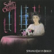 【送料無料】 Sally Oldfield / Starnge Day In Berlin 【CD】