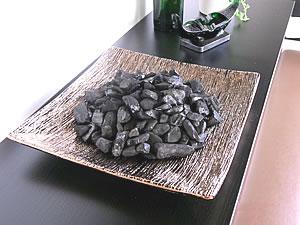 機能性を兼ね備えたお洒落な和風オブジェ インテリア炭インテリア備長炭 「黄金」KOGANE PLATE
