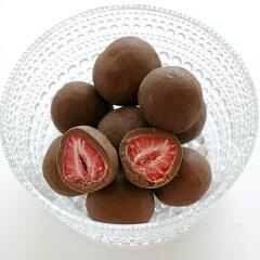 フリーズドライの甘酸っぱい苺をチョコレートでコーティングした六花亭の人気商品六花亭 ストロ...
