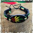 【送料無料】ジュエリー・アクセサリー ラスタレザーリストカフカンナハーブエンブレムエンブレムブレスレットスクエアレゲエrasta cuir poignet manchette canna herbe feuille embleme bracelet carre reggae