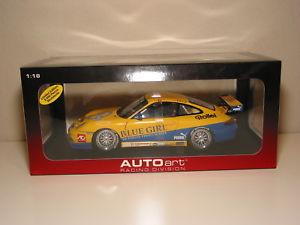 【送料無料】模型車 モデルカー スポーツカーポルシェグアテマラカップ##マカオ118 autoart 2005 porsche 911 gt3 cup 88 darryl o039;young blue girl macau winner
