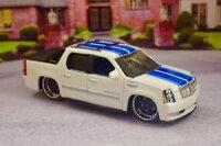 【送料無料】模型車 モデルカー スポーツカー キャデラックエスカレードラグジュアリースポーツトラックスケール