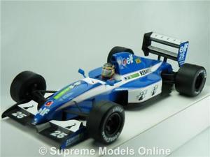 【送料無料】模型車 モデルカー スポーツカー モデルカールノーフォーミュラスケールレーシングオニキスligier renault elf js37 model car formula 1 one 124 scale racing onyx k8q