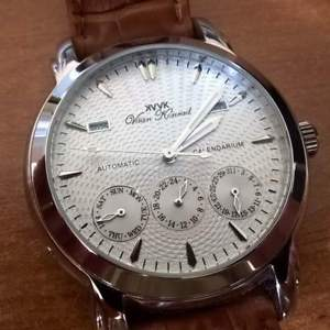 【送料無料】 mens 20 jewel automatic vaan konrad calendarium watch silver excession
