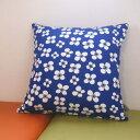 北欧雑貨 クッションカバー 45×45cm 正方形 綿(コットン) アルメダールス/アルメダール 『ベラミ』 ブルー 北欧の輸入生地を使った綿製のクッションカバー 青に白い花柄のレトロでかわいい生地を使用 北欧風のお部屋にピッタリ!