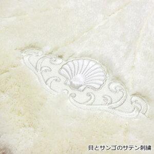 トイレマット65×75cmプリモシェルふかふかのボリューム感とサテン地で貝をモチーフがエレガントな雰囲気。人気のシェル型トイレマット高級感のあるおしゃれなトイレマット清潔感あるホワイトとかわいいピンクの2色あす楽対応