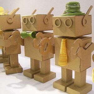 ダンボールのロボット「ダンボロット」組立式