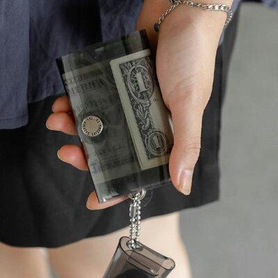 レジャーや結婚式の参列に。なるべく物を持ちたくない日のミニ財布