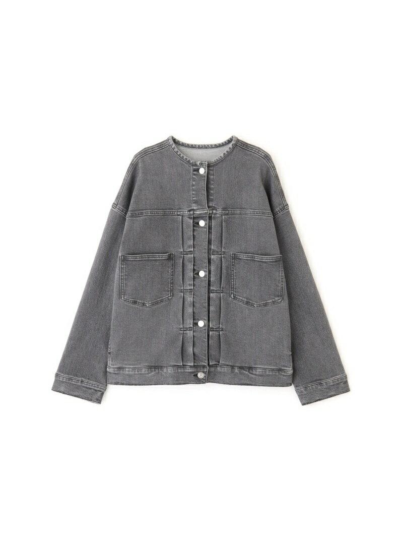 カジュアルな印象のデニムジャケットを、キレイ目にアレンジした大人の一枚。ゆったりめのシルエットが旬な雰囲気。