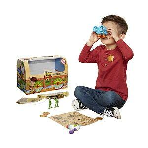トイストーリー4 レニー 双眼鏡 宝の地図 おもちゃ グッズ Toy Story 4 Trunk, Woody in A Box - 10Piece Toy Chest - Includes Lenny The Binoculars, Buzz Lightyear Laser Blaster, Woody's Roundup Map & More!