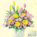 春のバスケットアレンジメント花キューピット