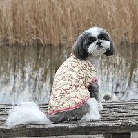【虫よけ】【犬】【服】シーズー5.1kgのペペくんはエンジ×ピンクボーダーのXLを着用