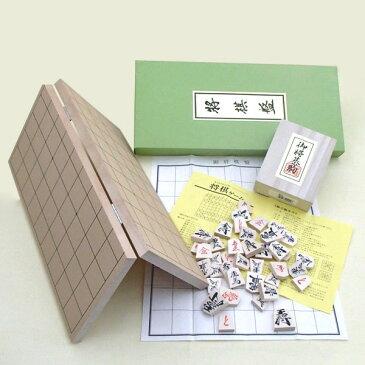 囲碁ラボ人気の携帯便利で安価な木製将棋セット 新桂5号折将棋盤と優良押将棋駒