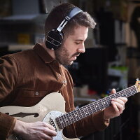 "BOSSWAZA-AIR[GuitarAmplifier]【ヘッドフォンスタイルの新しい""ギターアンプ""】【12月14日発売予定】【送料無料】【ikbp5】"