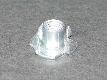 高品質 ホールド取り付けに最適な爪付きナット(爪付きTナット) M10(10mm) 1個 材質 鉄 三価ホワイト(3価クロメート) オチアイ社製 クライミング用クライミングウォール(ボルダリング用ボルダリングウォール) プライベートウォール壁ボード製作用