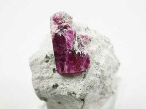 【特別なレア石】 レッドベリル  原石美結晶 T5