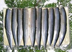 おうちでカンタン♪秋刀魚寿司!お刺身にできる新鮮なサンマを3枚おろしにして表面を酢〆しまし...