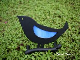 小さい青いガラスの羽の鳥の飾り物