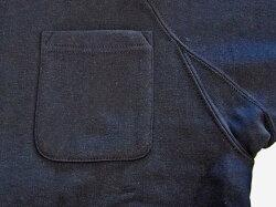 仕事になにかと便利な左胸ポケット付き