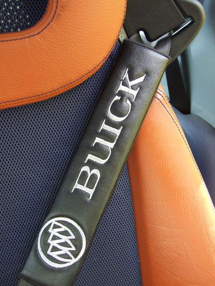 ビュイック Buickのシートベルトカバーパッドのエンブレム(2枚セット)
