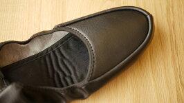 学校行事や旅行などに便利な携帯スリッパレザー巾着付きアップ写真