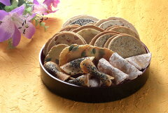 ささきのせんべいと昔懐かしい奥州駄菓子の組合せ。福袋に入りきれませんでした・・・みちのく...
