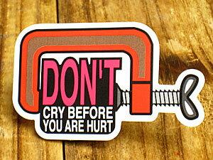 ステッカー 車 アメリカン おしゃれ バイク ヘルメット かっこいい ことわざ カーステッカー 工具 「怪我をしないうちから泣くな」 【メール便OK】_SC-PS081-SXW