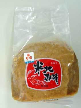TVで紹介されました 手作り米地味噌1kg 「おふくろの味」 知る人ぞ知る 米地地区 味噌 添加物はいっさい使っておらず米、大豆、塩のみを使用した昔ながらの手法で製造地域の人が愛情込めて作っている ちちんぷいぷい