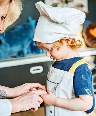 【メール便送料込】IKEA(イケア)TOPPKLOCKA 子供用 エプロン コック帽付きホワイト/イエロー