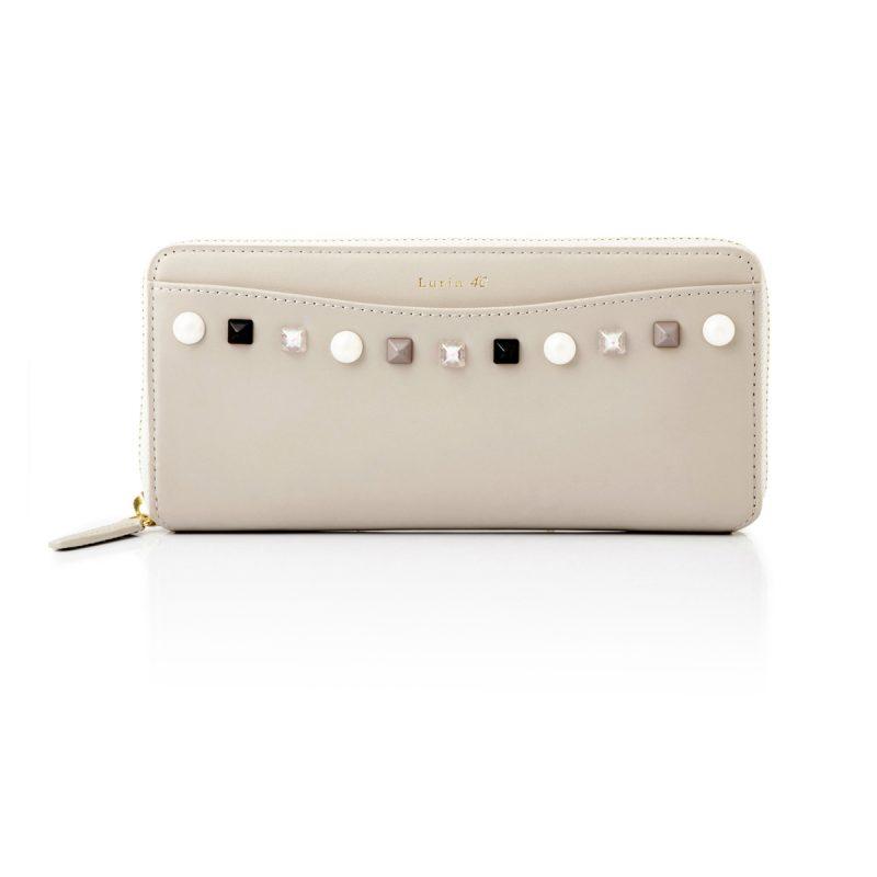 74240b1fcb6e 色とりどりのスタッズをあしらった、ポップなデザインのラウンドファスナー型長財布。 深みのある色合いも魅力的な、使うたびに心が華やぐ一品です. 素材牛革 /山羊革