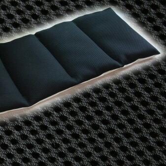 """数量限定品 フリークッション """"メッシュ・ブラック"""" は「わた入り」仕様。 アイデアひとつで用途は様々。裏面はノンスリップ素材で滑りにくい仕様 【ごろ寝マット ゴロ寝マット カーシート キッチンマット ソファシート 黒】"""