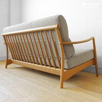 ナラ無垢材を使用した背面のデザインがきれいな木製ソファ
