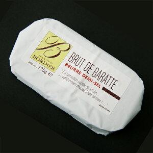 フランス・ブルターニュ地方で、伝統的製法にこだわり、かつ厳選された新鮮なミルクを使用して...