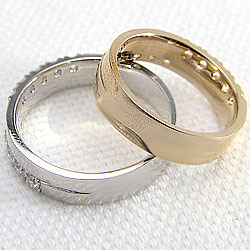イエローゴールドK18/ホワイトゴールドK18/マリッジリング/天然ダイヤモンド/クロス/十字架/結婚指輪/アクセサリー/プレゼントに