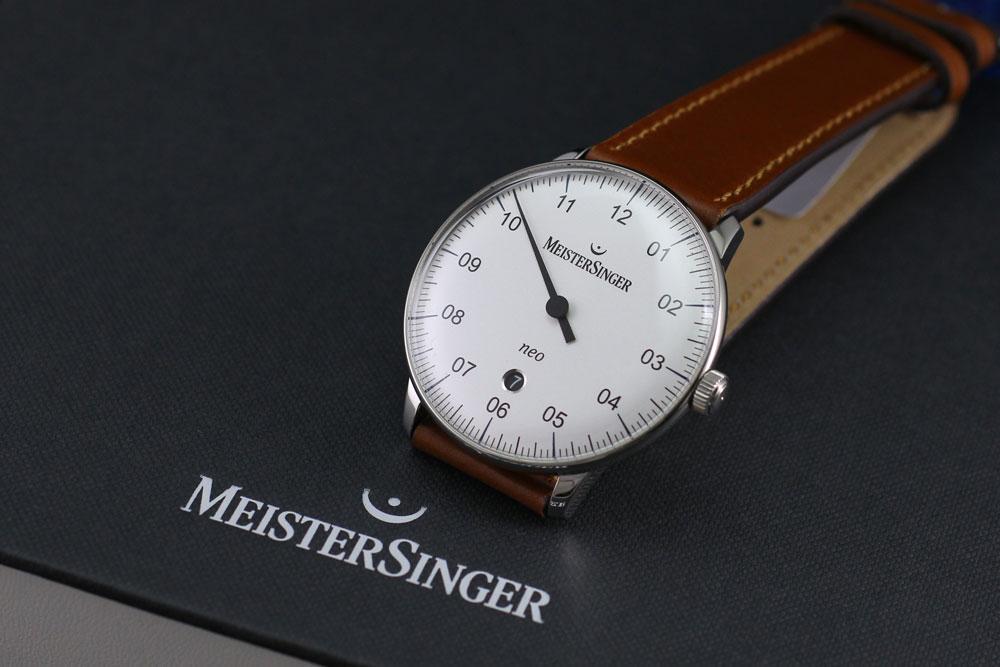 マイスタージンガーは安心の正規販売店で Meister Singer ネオ プラス Neo Plus 40mm シルバー NE401 日本正規品