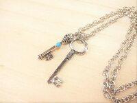 鍵モチーフのネックレス鍵&鍵