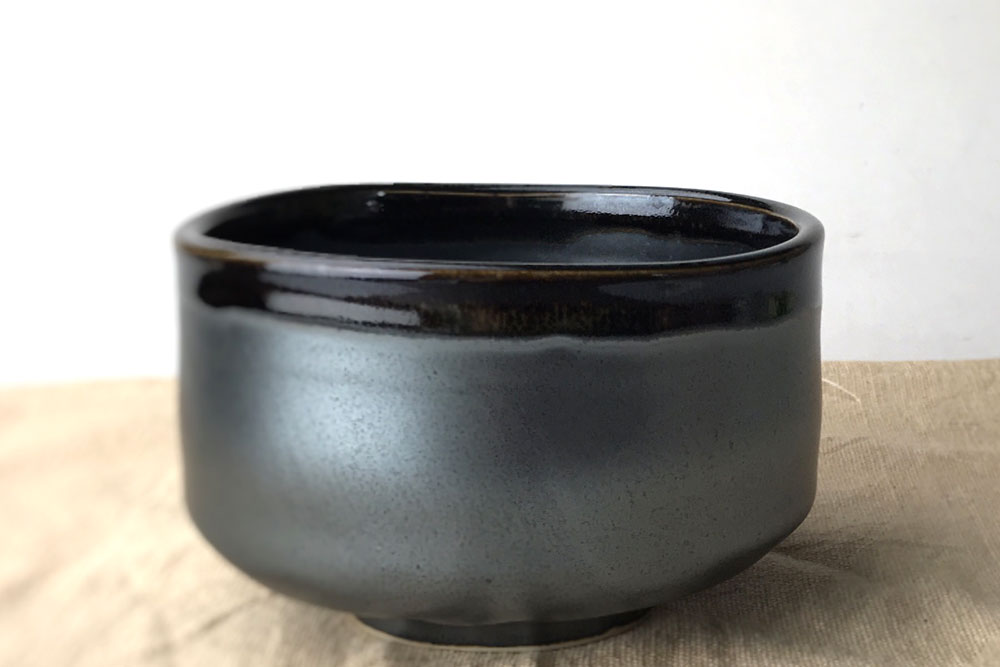 黒織部流し抹茶碗