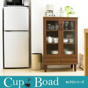 シンプルな木製のデザイン!可動棚タイプの食器棚