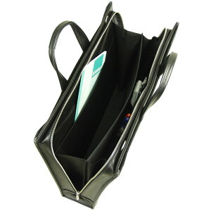 ファスナーが底まで開く大割れ仕様、便利な中央仕切り付ブリーフ