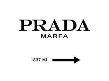 タイポグラフィー アルファベット 白 ホワイト モノトーンの壁紙 輸入 カスタム壁紙 PHOTOWALL / Prada Marfa (e323515) 貼ってはがせるフリース壁紙(不織布) 【海外取り寄せのため1カ月程度でお届け】 【代引き不可】