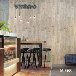 のりも水も不要 すぐに張れる壁紙 のり付 クロス 木目 [生のり付き壁紙/サンゲツRE-7455(販売...
