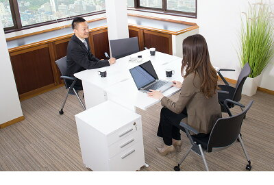 オフィスデスクチェスト2点セットホワイト幅120cm事務机引き出し引出シンプルデスクOAデスク奥行き60cm高さ70cmパソコンデスクスチールフレームSOHOデスクワークデスク社員用平机事務所白い机送料無料送料込み